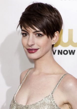 anne hathaway lead role in nolan 39 s 39 interstellar 39 geekshizzle. Black Bedroom Furniture Sets. Home Design Ideas