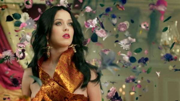 Katy Perry Debut 'Unconditionally' Music Video