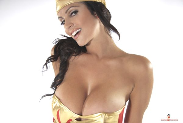 Stunning Denise Milani's Wonder Woman Cosplay is the Best Yet