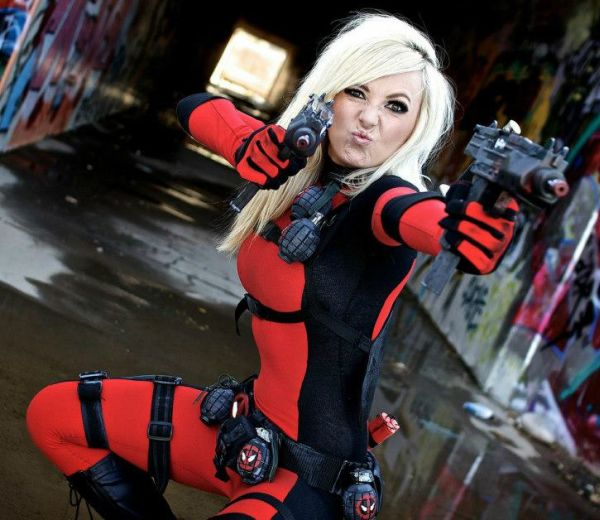http://geekshizzle.com/wp-content/uploads/2014/05/jessica-nigri-ladydeadpool-11.jpg