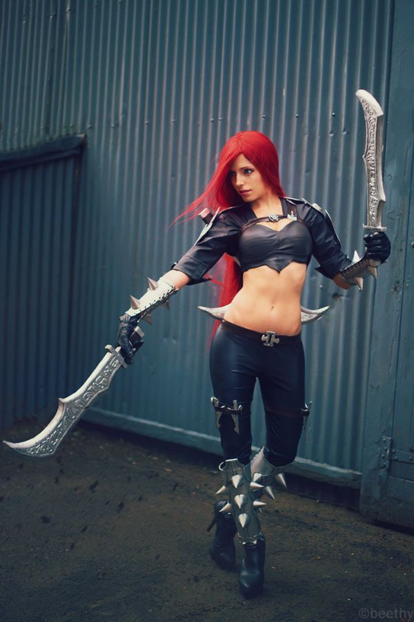 Vera Chimera Cosplaying Katarina from 'League of Legends'