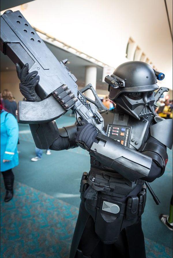 Comic-Con 2014 picture courtesy of Tested.com