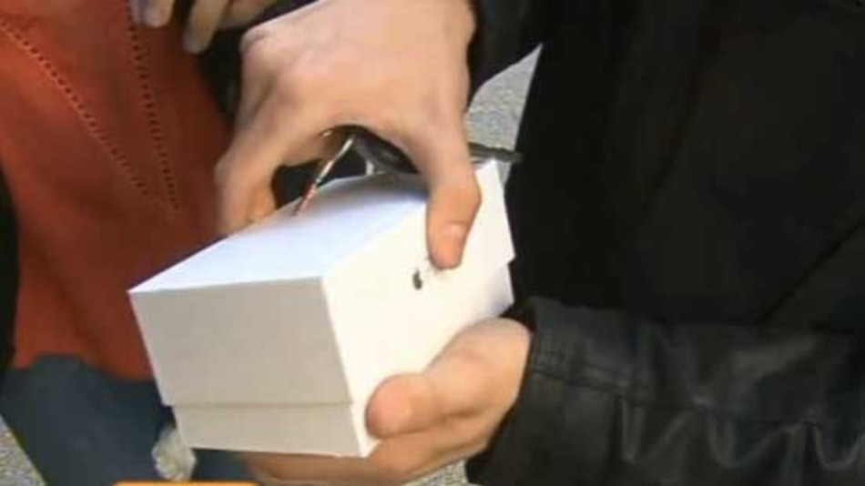 Fan Drops New iPhone 6 On Live TV