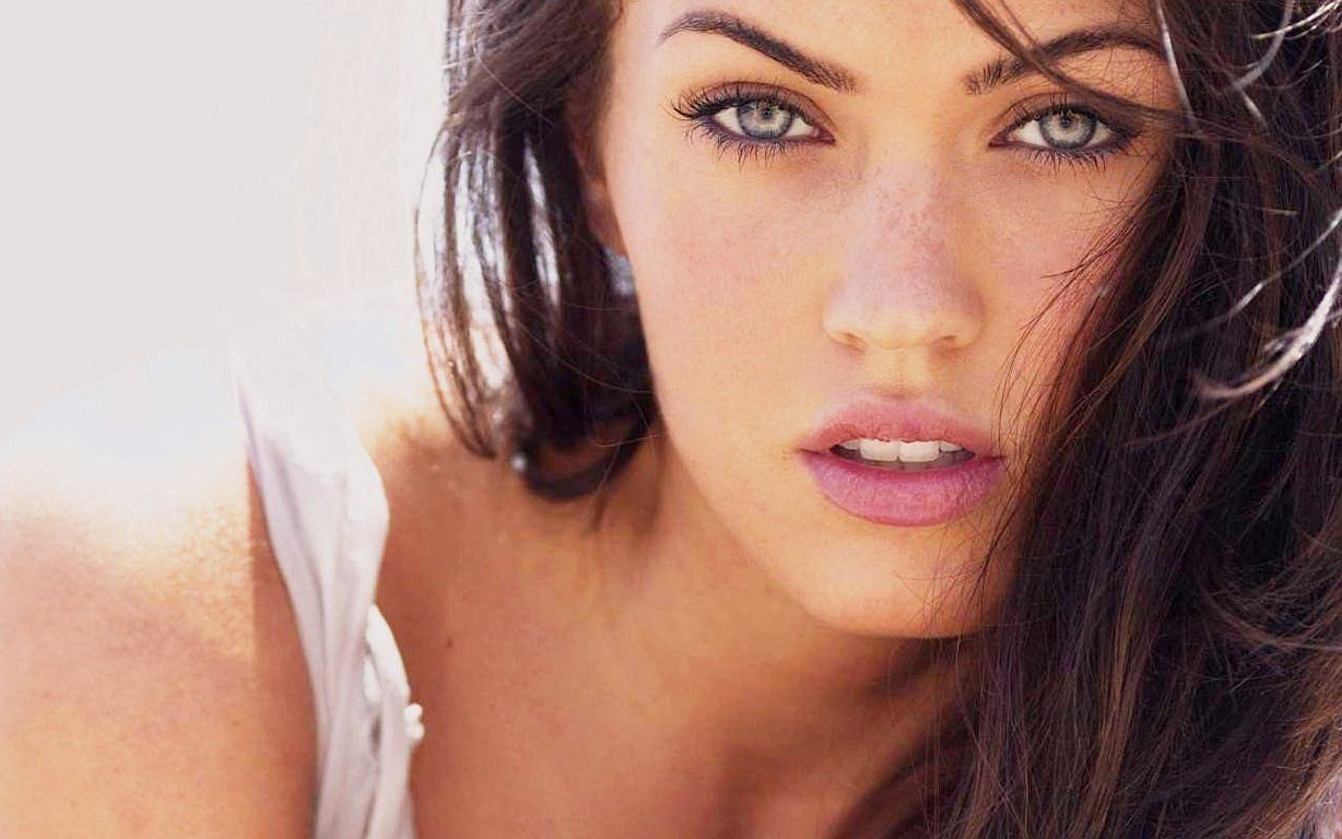 Top 6 Sexiest Megan Fox Movie Scenes