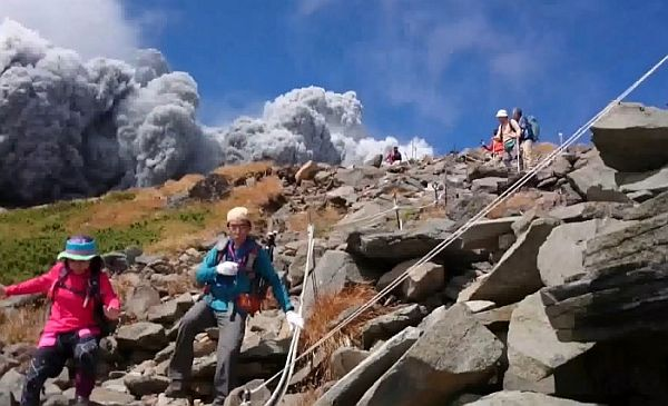 Amateur Footage of Mount Ontake Volcanic Eruption is Hair-Raising