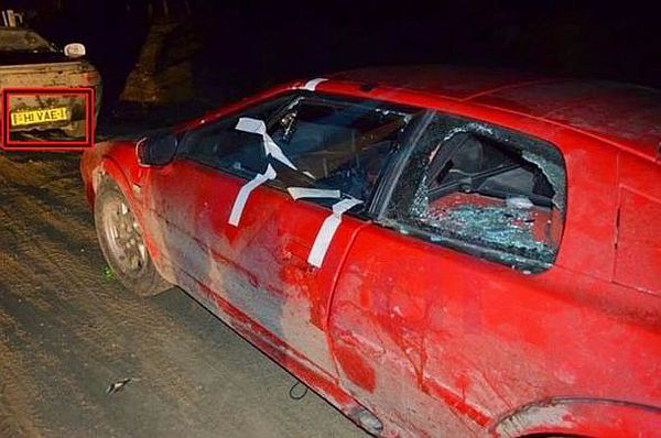 One of the Top Gear cars by a roadside after being pelted with stones by Argentinians [CRONICAS FUEGUINAS/BLOG SPOT]