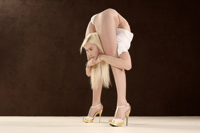 Meet Zlata – The Most Flexible Woman In The World