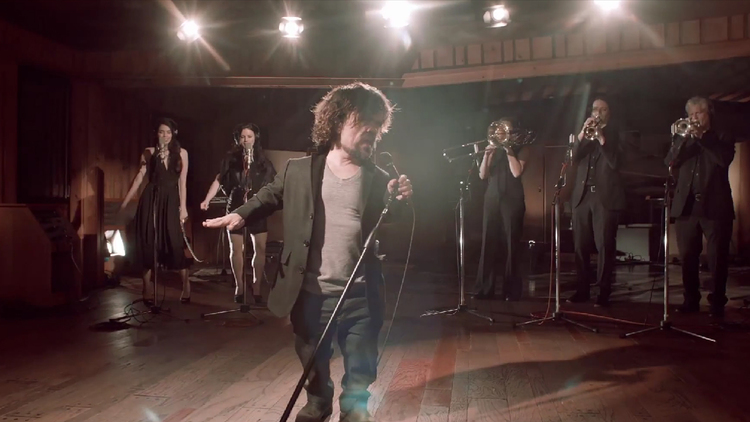 Peter Dinklage Sings About Game Of Thrones For Charity