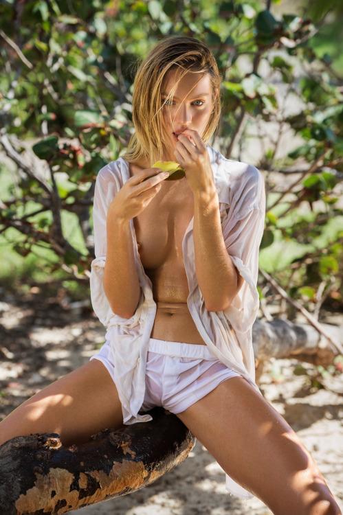 Candice-Swanepoel-Sexy-2015-17