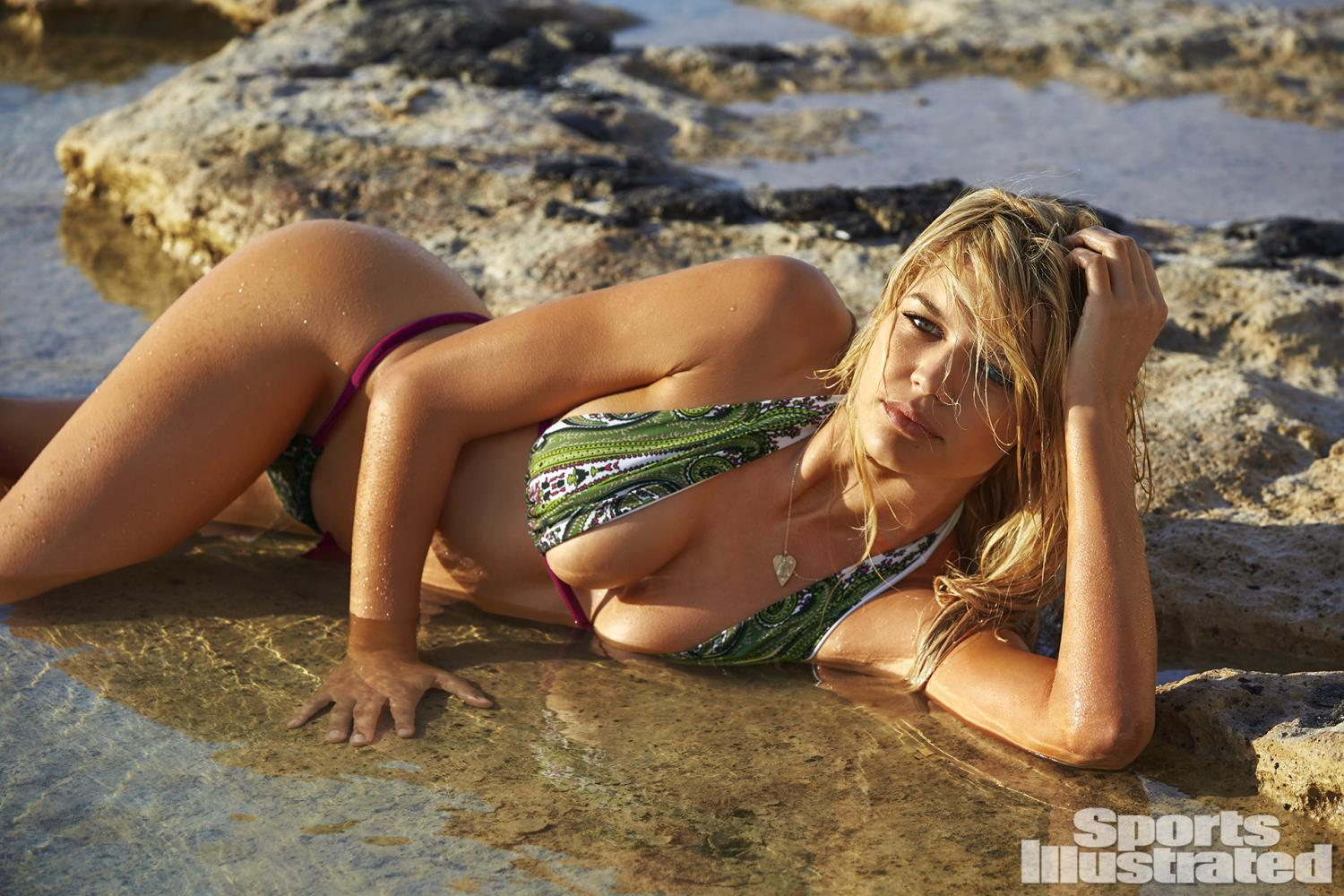 baywatch babe kelly-rohrbach shines in sexy 2016-sports-illustrated swimsuit edition 11